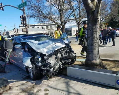 Two people transported following two-vehicle wreck at Main/Middlefield