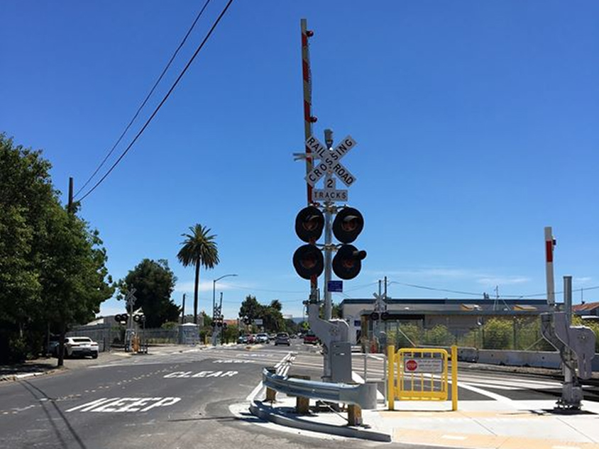 Caltrain completes safety improvements at three Redwood City grade crossings