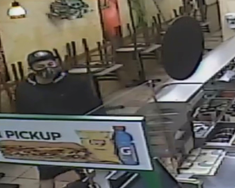 Subway in Redwood City robbed at gunpoint